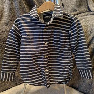 ⭐Nautica⭐Long Sleeve Button Down..2T⭐Like New!